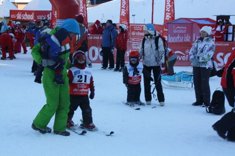 Клочкова поставила своего двухлетнего сына на лыжи. Видео
