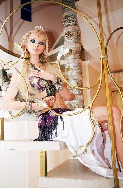 Украинскую Барби не отличить от пластмассовой куклы. Фото