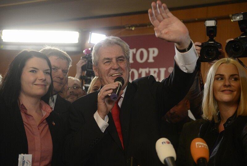 Земан победил на выборах главы Чехии