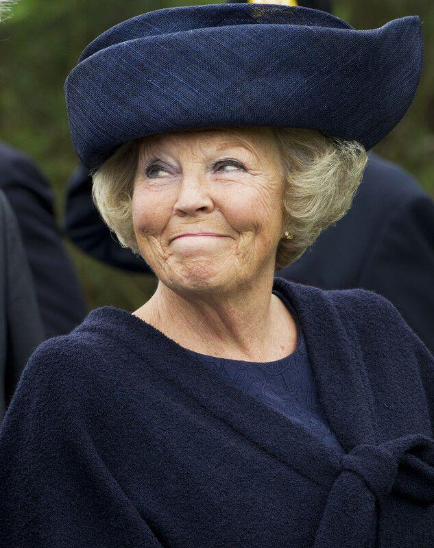 королева нидерландов юлиана фото прочтения книг представлял