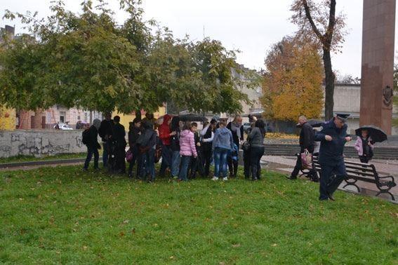 Из львовской школы эвакуировали более 200 человек: ищут бомбу