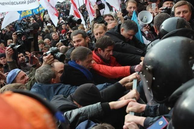 Во время акции возле КГГА пострадали семеро правоохранителей
