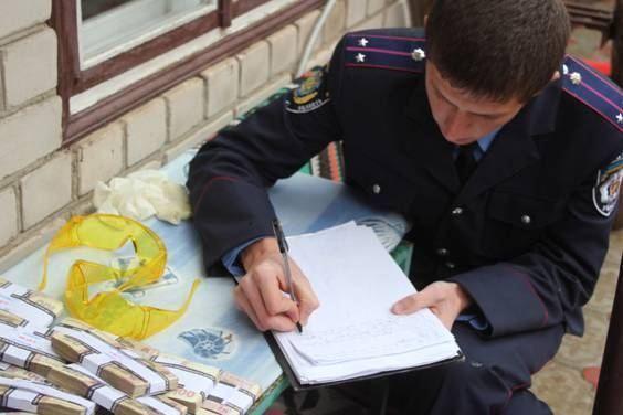 В Херсоне задержали чиновников за взятку в $90 тыс