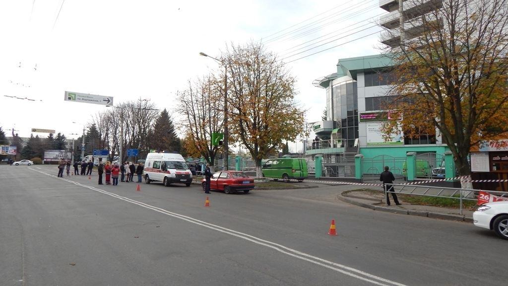 """В Луцке заминировали """"Приватбанк"""": идет эвакуация"""