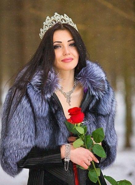 """Стороженко повезла на """"Мисс Вселенная-2013"""" 3 чемодана платьев"""