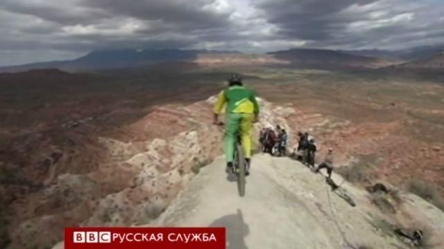 Відео з сальто велосипедиста над прірвою стало хітом Інтернету