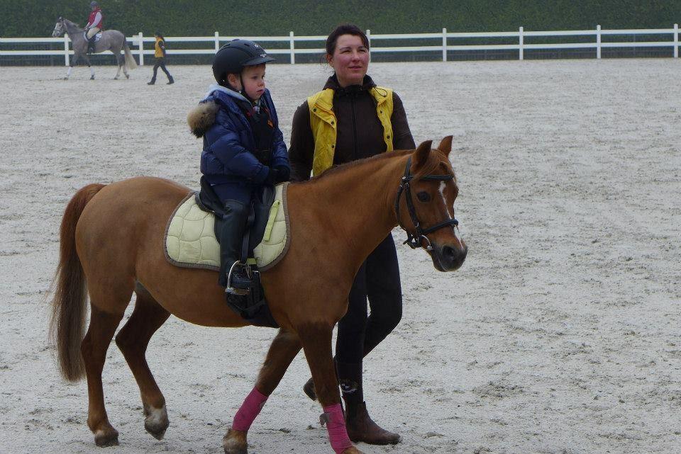 Нардеп Миримський вчить сина їздити верхи