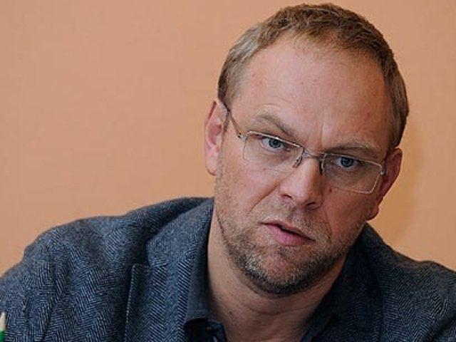 Окунская обещает не выпустить Власенко в Эмираты