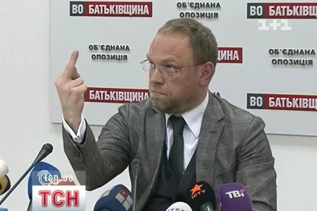 """Окунська """"вибила"""" з Власенко 80 тис.грн"""