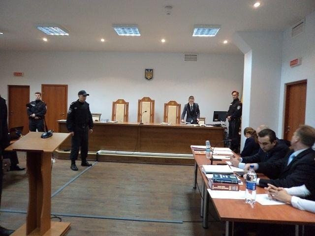 """""""Врадиевских насильников"""" привезли в суд"""