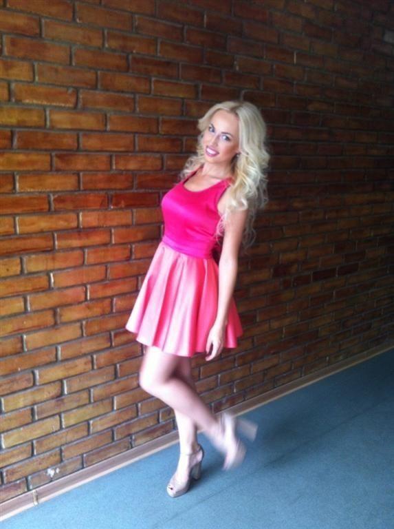 Замдиректора главного военного музея Украины стала сексуальная тусовщица