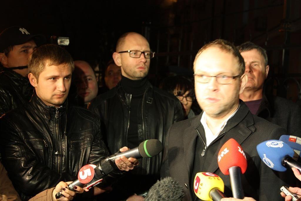 Власенко покинул здание ГПУ