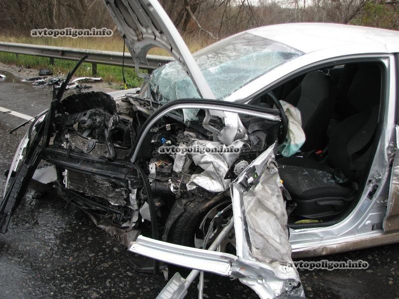 В Киеве столкнулись три авто: пострадали четыре человека