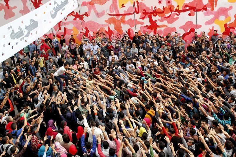 Протестующих в Каире полиция разгоняла газом, стрельбой и бронемашинами