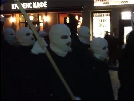 На протесты во Львове вышли неонацисты, власти заявляют о провокации