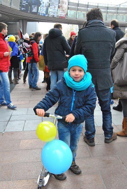 Украинцы в Брюсселе вышли на свой Евромайдан