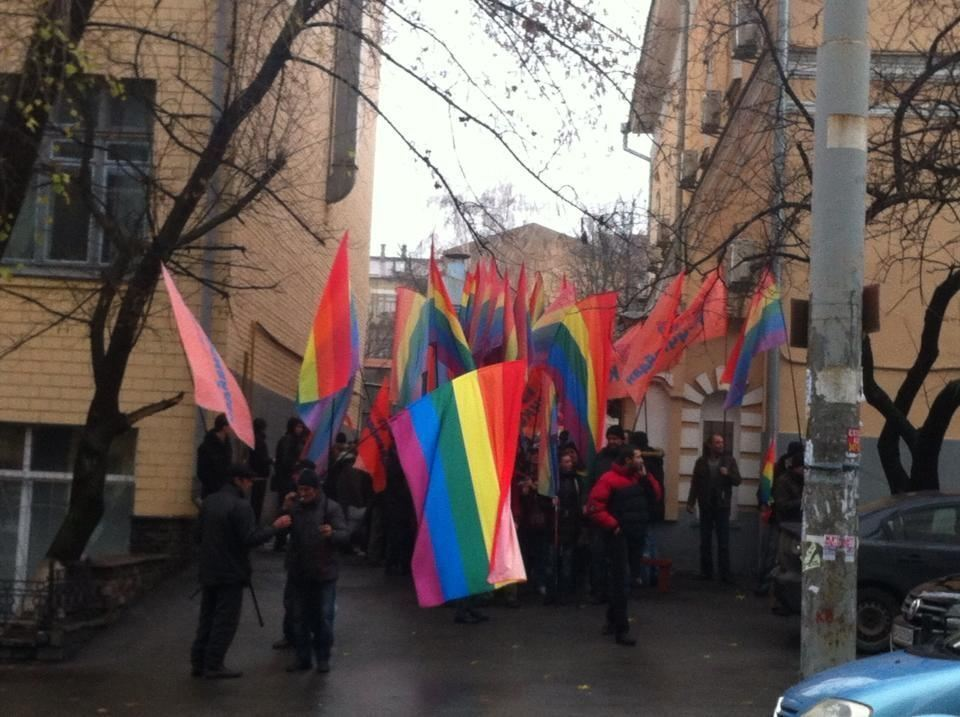 Митинг сторонников евроинтеграции чуть не сорвали провокаторы с радужными флагами