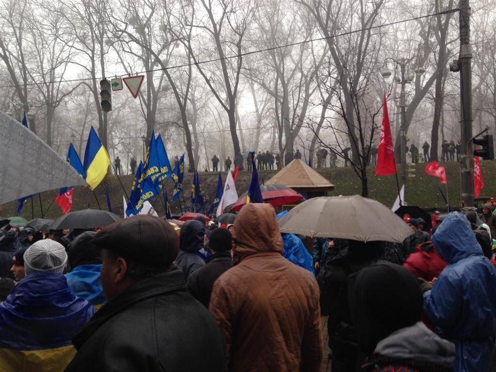"""Под Кабмином """"Беркут"""" применил против митингующих слезоточивый газ"""
