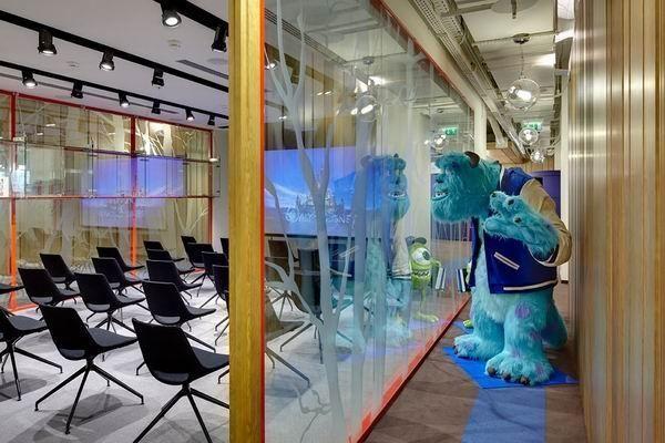 Сказочная штаб-квартира Disney в Москве