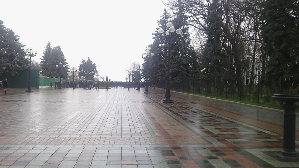 Европейскую площадь в Киеве заняли Антиевромайдановцы