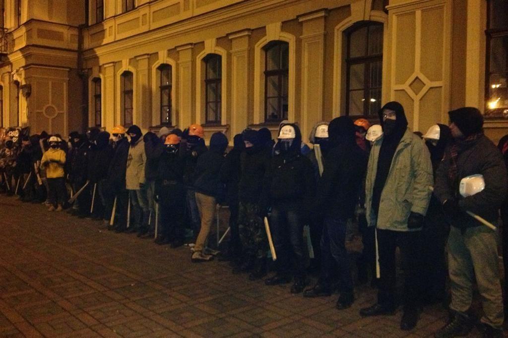 На Евромайдане собрались люди с битами