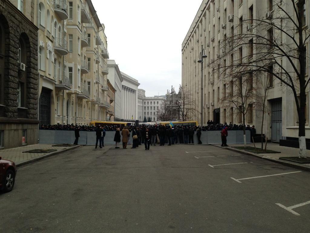 """Возле АП собирается """"Беркут"""", митингующие захватили здание КГГА"""
