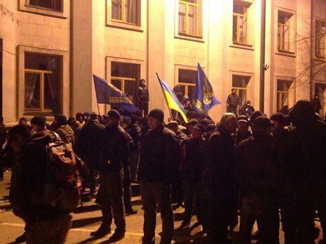 Активисты перекрыли Институтскую, чтобы не пригнали водометы