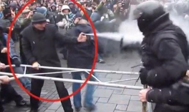 В Сети появилось видео активистов Евромайдана, бьющих милицию дубинками
