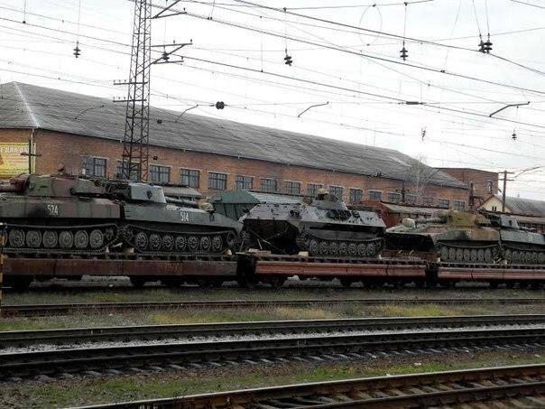 В Киев направляются поезда с тяжелой бронетехникой
