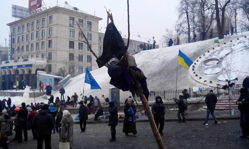 """Автобусы со спецназом попали на Майдане в """"баррикадную ловушку"""""""
