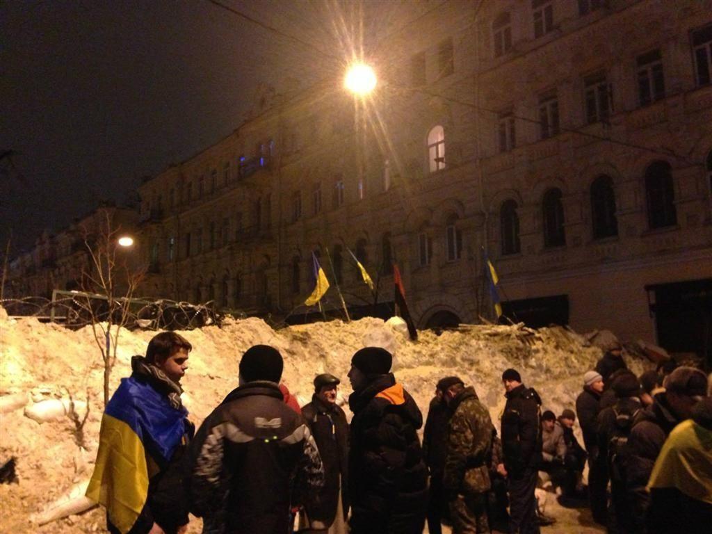 Евромайдановцы увеличили высоту баррикад до пяти метров