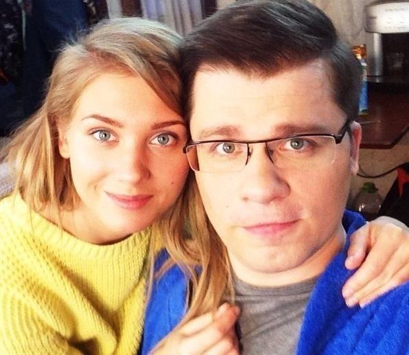 Поки Асмус готується народжувати, Харламов тусується на вечірках