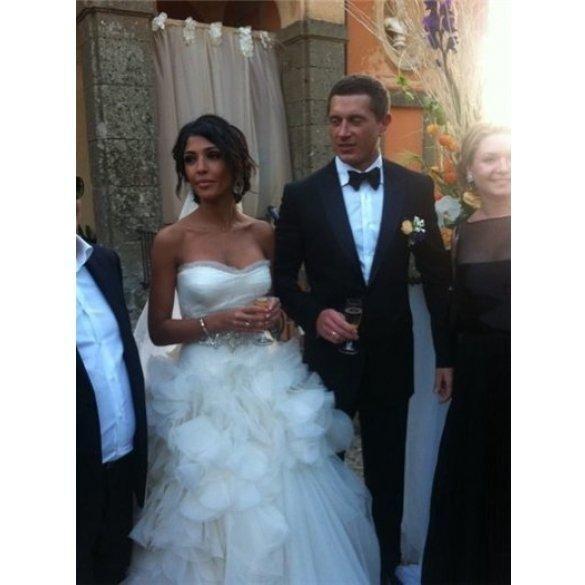 Димопулос продает свое свадебное платье за 90 тыс.грн