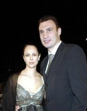 Жена Кличко показала свои детские фото