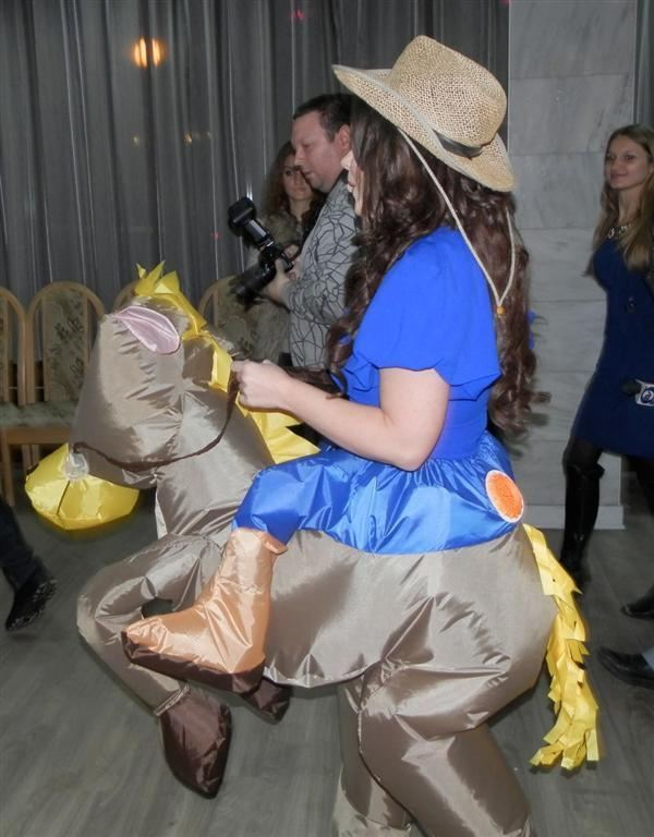 Королева в новогоднюю ночь выйдет на сцену в костюме лошади