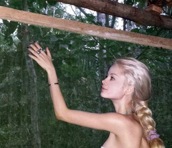 Одесская Барби написала песню для духов