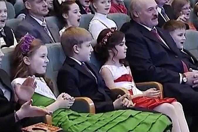 Коле Лукашенко выбирают друзей из модельных агентств - СМИ