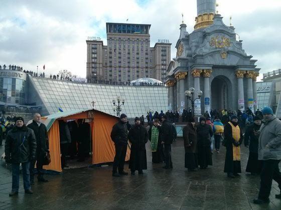 На Евромайдане появился полевой храм