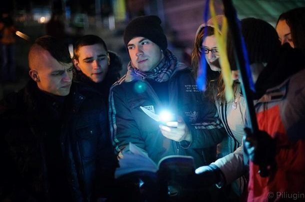 Люди, которые мешали елке. Фото последних минут разогнанного Евромайдана
