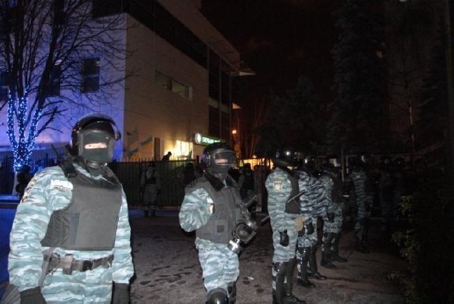 В Киеве митингующие заблокировали здание Шевченковского суда