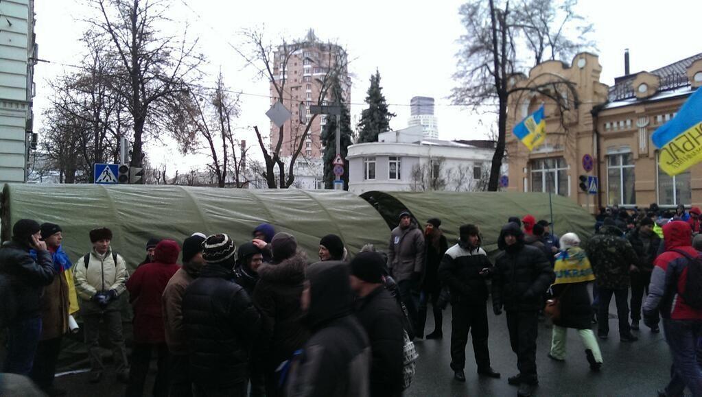 Евромайдановцы заблокировали правительственный квартал