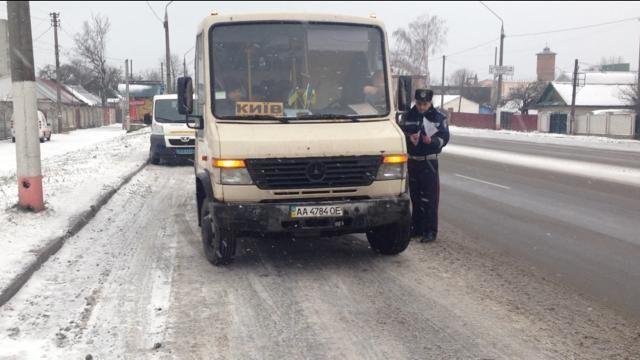 ГАИ усиленно проверяет маршрутки и автобусы, следующие в сторону Киева