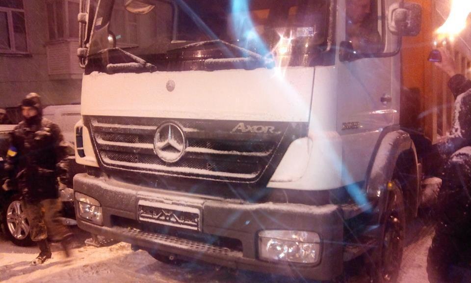 Водитель грузовика возле АП: мне пригрозили