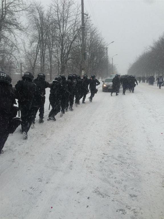 Автобусы с внутренними войсками уже заехали в Киев