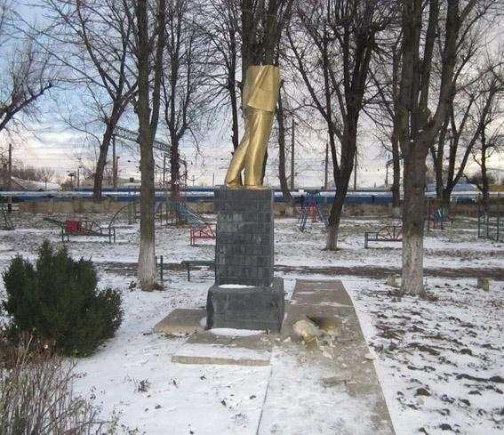 """За столичным """"вождем"""" пал Ленин на Одесщине"""