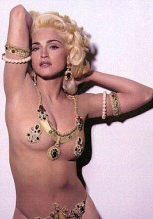 Мадонну хотят удалить из Instagram за откровенные снимки. Фото