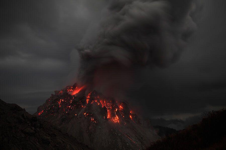 Извержение вулкана Рокатенда