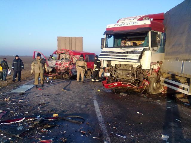Трагическое ДТП на Херсонщине: микроавтобус столкнулся с грузовиком