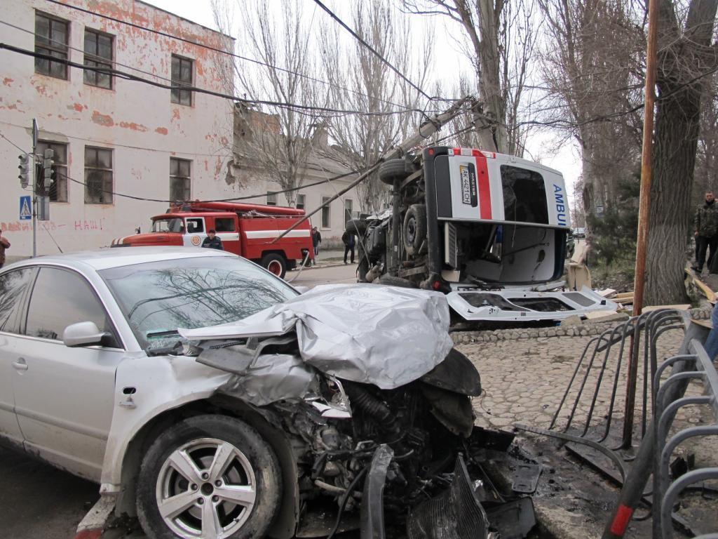 В Феодосии умер врач скорой, попавшей в аварию. Видео