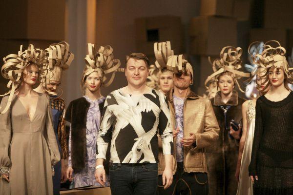 На показі Залевського гості дивували своїми нарядами. Фото